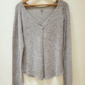 SO | Fitted Gray Soft Long Sleeved Top w Buttons